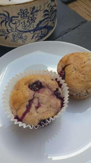 Blackberry spelt muffins